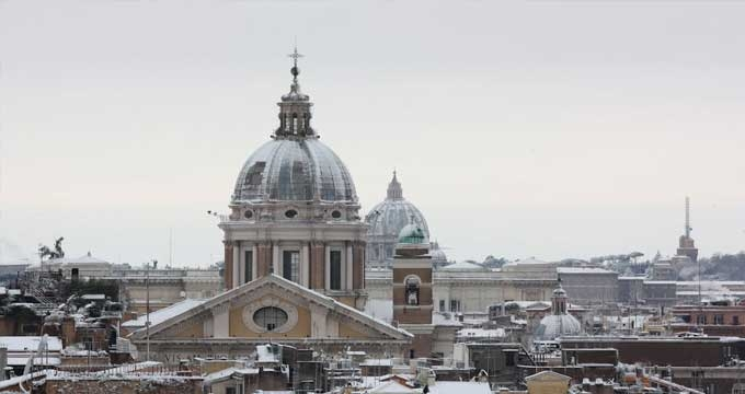 The snowy dome of Rome by the snowfall of 2012